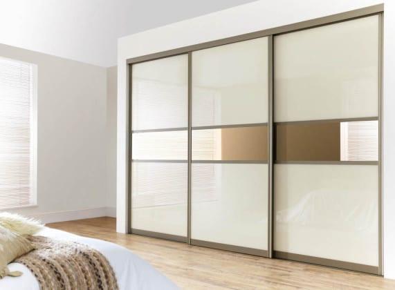 Матовый шкаф-купе в спальню