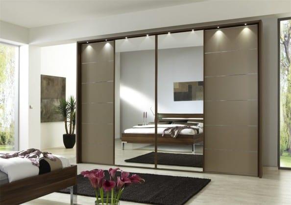 Шкаф-купе для спальни зеркальный
