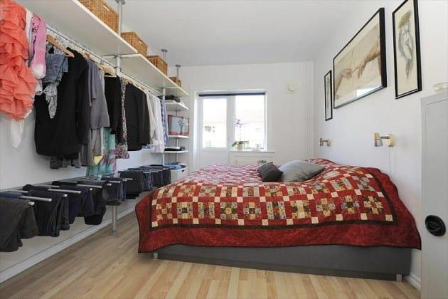 Гардеробная в небольшой спальне