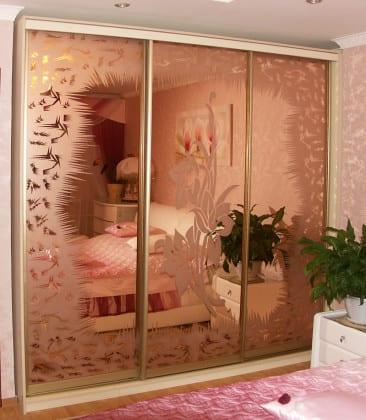 Шкаф-купе в спальню пескоструйный рисунок