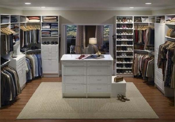 Дом с гардеробной комнатой