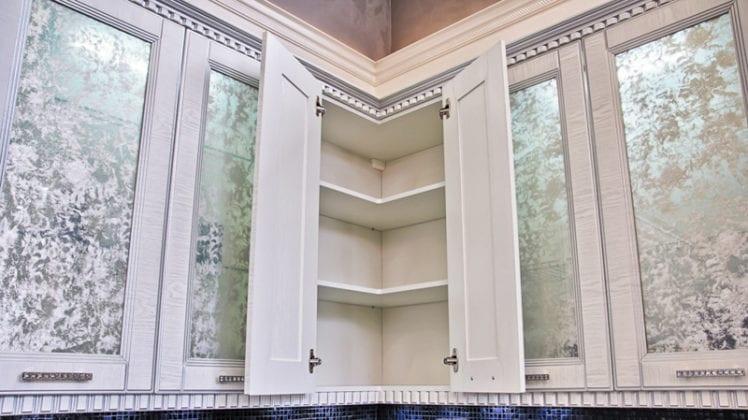 Подвесной угловой шкаф на кухню