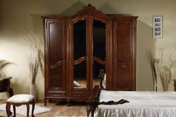 Шкаф в спальню дерево