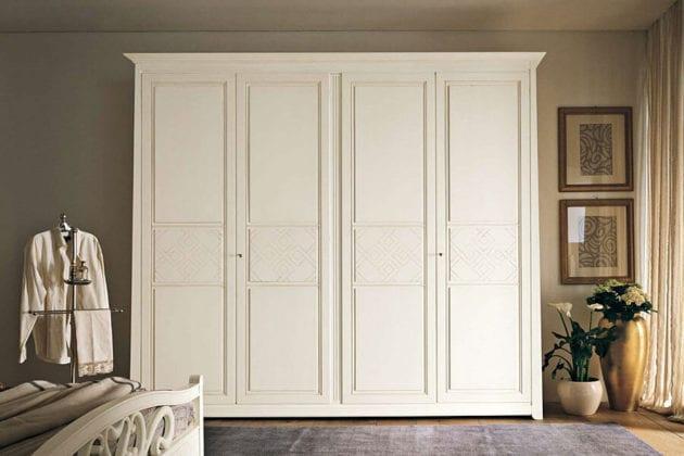 Шкаф белый распашной